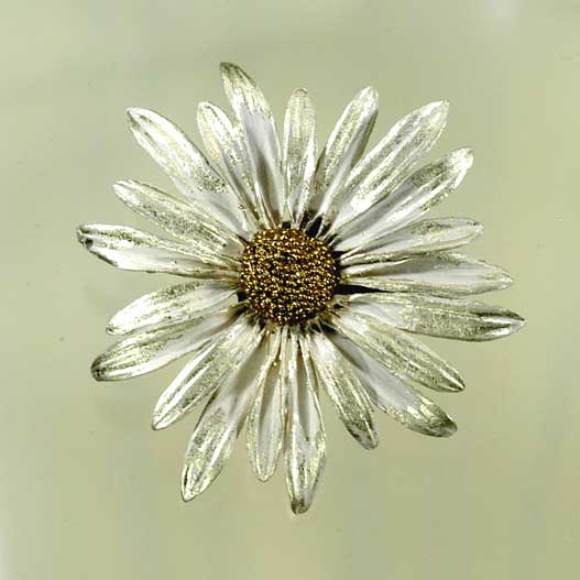 Silver Seasons daisy brooch